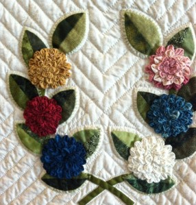 deminsional flowers and applique quilt 1 Mobile 2013 sm